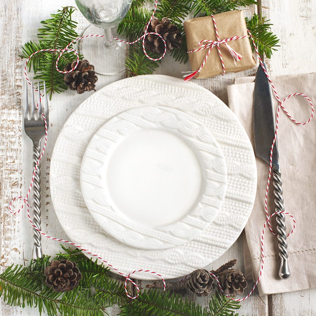Table setting 101 - A simple yet festive Christmas Placesetting