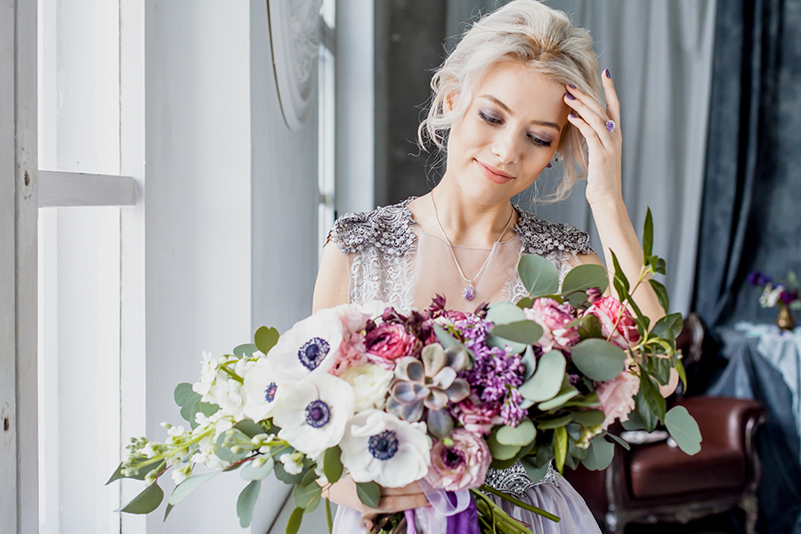 romantic winter wedding inspiration - bride with beautiful lavender bouquet