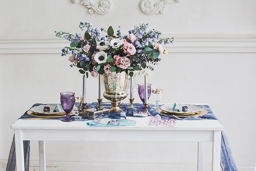 romantic winter wedding inspiration - beautiful wedding table in shades of purple and lavender
