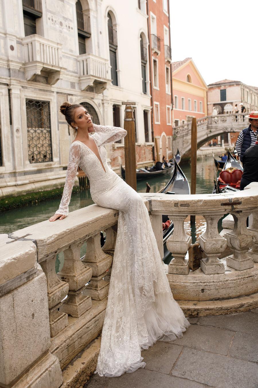 Julie Vino's Spring 2018 bridal Venezia Collection -5