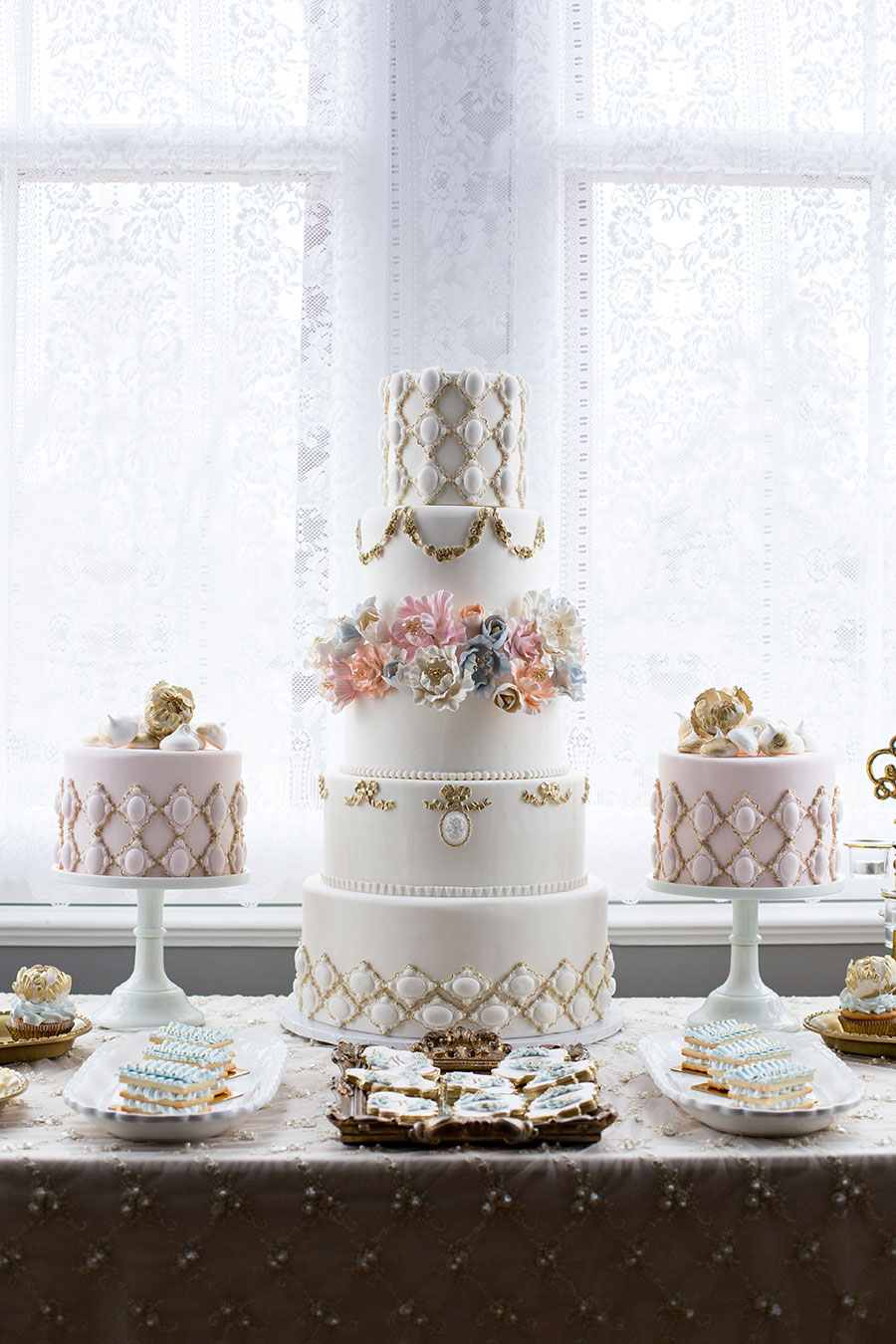 Elegant Blue, Pink and Gold Wedding Inspiration - 6