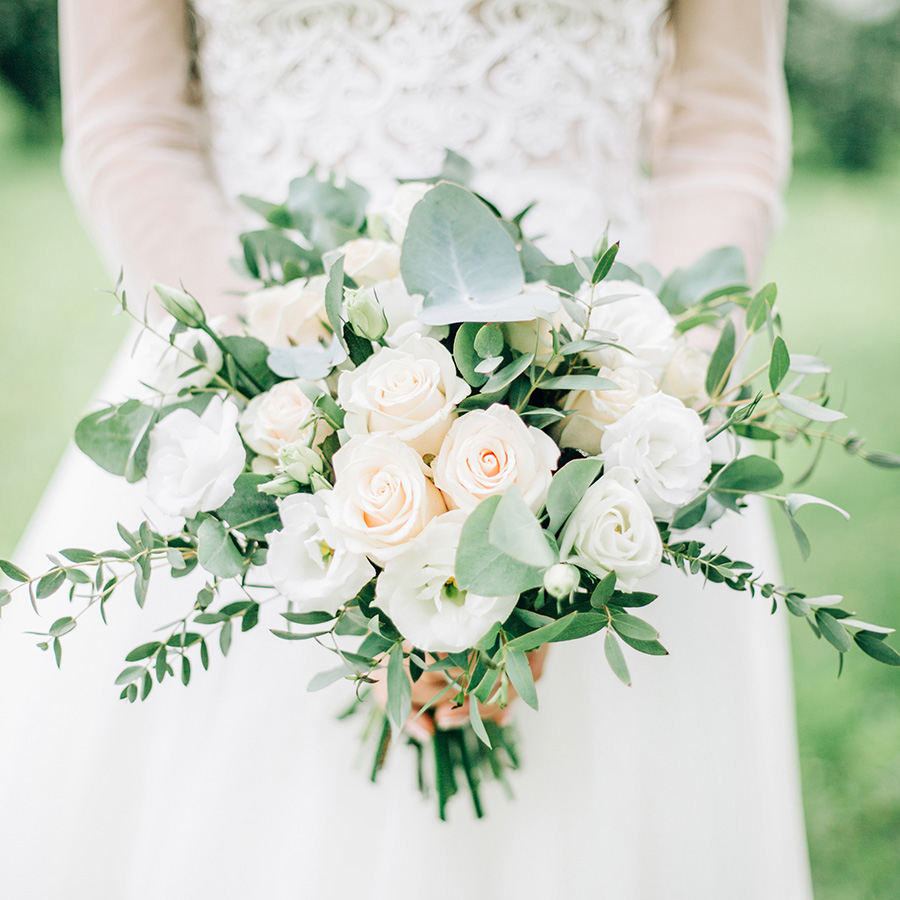 Summer Wedding Bouquet Inspiration From Omaha Lace Cleaners