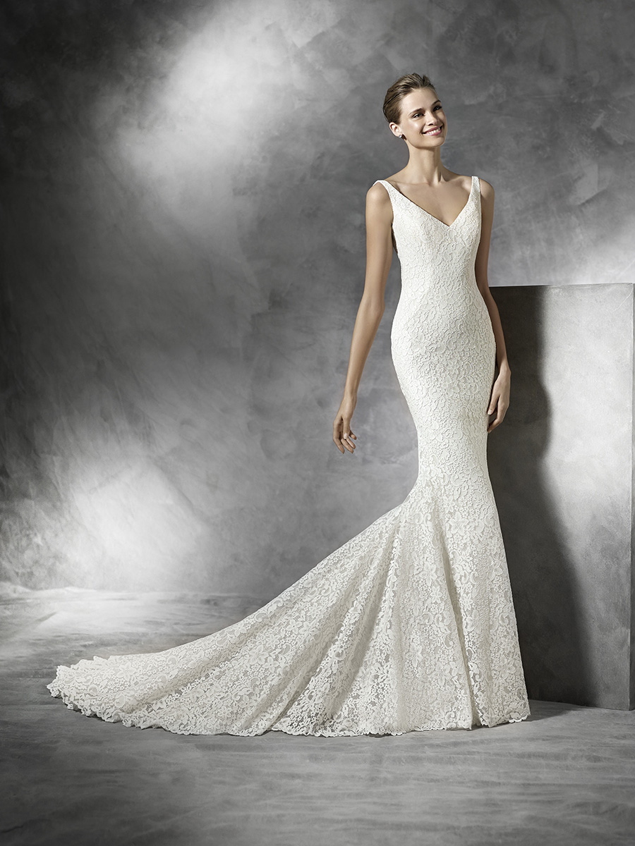 types of lace: knit lace on a Pronovias gown