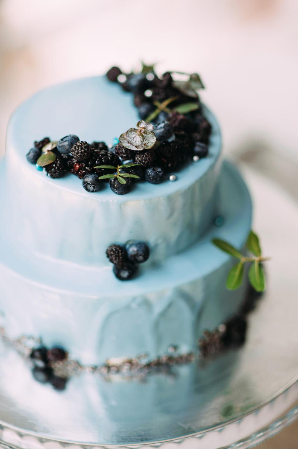 Romantic Blue Lakeside Wedding Inspiration - Blue wedding cake with blueberries