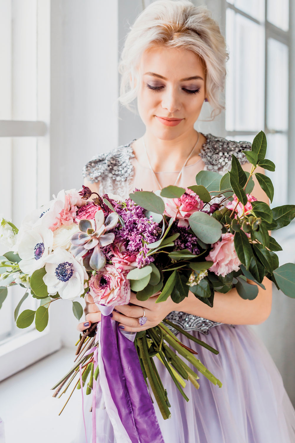 3 bouquet with Anemones