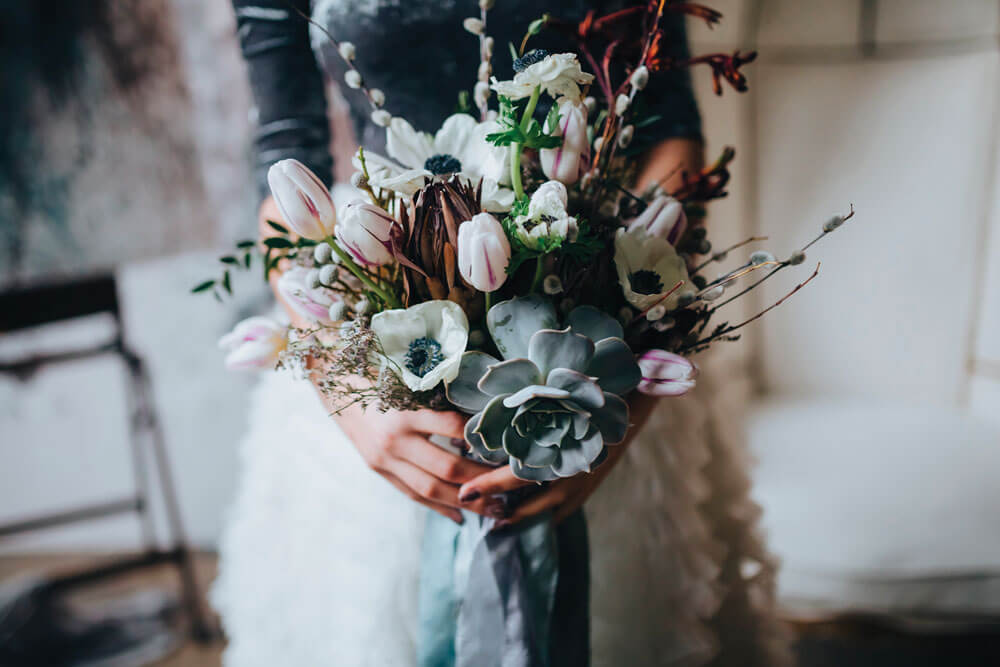 5 bouquet with Anemones